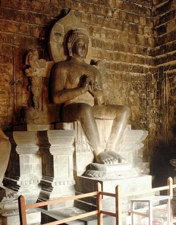 毗盧遮那佛即大日如來,詳細介紹毗盧遮那佛及其釋名、歷史上的影響以及手印心咒的功德。